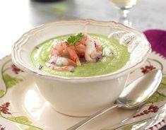 Bjud på en fräsch och mättande broccolisoppa till middag! Raw Food Recipes, New Recipes, Healthy Recipes, Recipies, Lunches And Dinners, Meals, Food Porn, Party Food And Drinks, Tapas