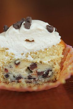 Chocolate Chip Cookie Dough Cupcakes #cookiedough #chocolate #cupcakes