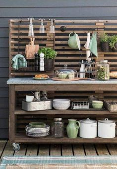 Furnishings and Decorations in Spring and Summer: News and Trends 2016 - Unser Garten - Outdoor Kitchen Basic Kitchen, Kitchen On A Budget, Kitchen Ideas, Trends 2016, Summer Trends, Outdoor Cooking Area, Potting Tables, Bbq Area, Outdoor Kitchen Design