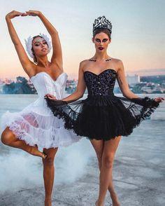 Lele Pons and Hannah Stocking Disfarces Halloween, Ballerina Halloween Costume, Matching Halloween Costumes, Halloween Inspo, Halloween Outfits, Black Swan Costume Halloween, Halloween Costumes For Brunettes, Pretty Halloween Costumes, Fancy Dress