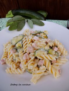 Pasta zucchine, panna e prosciutto