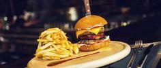 Μυστικό 1361 | Penny Lane Comfort Food | Εστιατόρια | Χαλάνδρι | Αθήνα Penny Lane, Places To Eat, Athens, Hamburger, Beef, Ethnic Recipes, Food, Restaurants, Mediterranean Kitchen