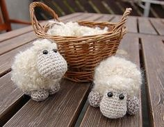 Adorable little Sheep Etu pattern by Kristi Randmaa! #free #crochet #amigurumi