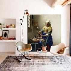 Interieur inspiratie met een prachtige @muurmeesters van het melkmeisje. #muurmeesters #interieur #inspiration #melkmeisje #rijksmuseum