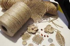 """Из мешка ткани можно сделать много красивых вещей. Многие рукодельницы используют эту ткань чтобы делать красивые цветы или декорации для дома.  Сегодня, наша редакция """"В курсе Жизни"""" подготовила для вас отличный лайфхак что можно сделать из обычного куска ткани мешковины  И так приступим: Jute Flowers, Diy Flowers, Fabric Flowers, Burlap Rosettes, Burlap Lace, Burlap Crafts, Diy And Crafts, Hemp Yarn, Wedding Centerpieces Mason Jars"""