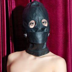 Секс в черной маске