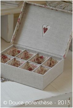 By Douce Parenthèse Fabric Covered Boxes, Fabric Boxes, Origami, Old Sewing Machines, Decoupage Vintage, Tea Box, Pretty Box, Altered Boxes, Cardboard Crafts