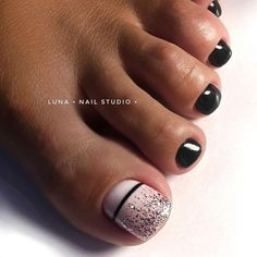 Nail art Christmas - the festive spirit on the nails. Over 70 creative ideas and tutorials - My Nails Fall Toe Nails, Pretty Toe Nails, Cute Toe Nails, Summer Toe Nails, My Nails, Black Toe Nails, Cute Toes, Toe Nail Color, Toe Nail Art