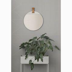 Enter speil fra Ferm Living, designet av Søren Rose. Det ultimate speilet burde være det som både er...