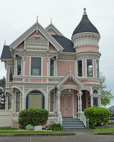 Not usually my style, but I'd love to move into this Victorian style house!