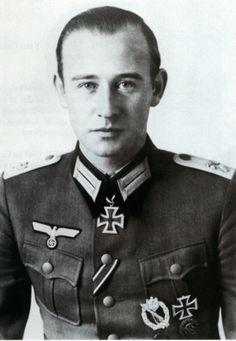 ✠ Werner Ziegler (30 April 1916 -  15 April 2001) RK 31.12.1941 Leutnant Führer 2./Inf.Rgt 186 73. Infanterie – Division [121. EL] 08.09.1942 Oberleutnant Führer 2./Inf.Rgt 186 73. Infanterie – Division [102. Sw] 23.10.1944 Major Führer Gren.Rgt 186 73. Infanterie – Division