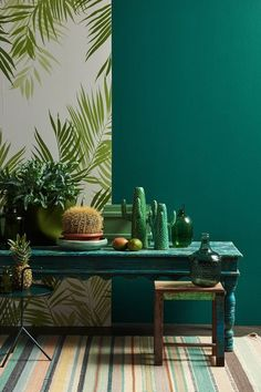 Tropic & Tribal: Large leaf motifs, different shades of green and an exotic … – Modern Apartment Decoration Ideas Tropical Interior, Tropical Decor, Deco Jungle, Modern Apartment Decor, Interior Decorating, Interior Design, Decorating Games, Green Rooms, Room Colors