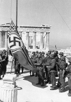 German occupying forces raise the Nazi Reichskriegsflagge on the Acropolis in Athens, Greece. German Soldier, German Army, Nagasaki, Hiroshima, Greek History, World History, End Of The World, World War Two, Athens Acropolis