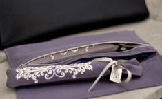 MaiTai Collection - Carré Pochette and provençal lavender. Embroidered linen, made in France.