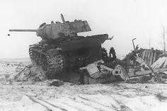 Destroyed heavy tank KV-1 with ZiS-5 gun 76,2 mm / Zniszczony czołg ciężki KW-1 uzbrojony w działo ZiS-5 kal. 76,2 mm