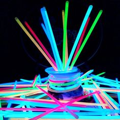 Glow Sticks Bulk Party Favors Glow in The Dark Party Supplies, Light Sticks Neon Neon Party, Xmas Party, Glow Sticks Bulk, Bulk Party Favors, Glow Party Supplies, Recycled Crayons, Kids Party Decorations, Halloween Items, Helium Balloons