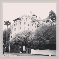 Château Marmont - After its debut as an apartment complex, Chateau Marmont converted to a hotel during the Great Depression and became a favored haunt for Hollywood stars intent on misbehaving. Jim Morrison injured his back while attempting to swing into his room from the roof on a drainpipe, and more recently, Britney Spears was banned in 2007 for smearing food on her face in the restaurant. Its also where John Belushi died of a drug overdose in 1982.