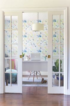 GORGEOUS home office - so light and bright with budget friendly decor elements. I'm totally inspired by this workspace. Home Office Design, Home Office Decor, House Design, Office Ideas, Budget Home Decorating, Small House Decorating, Decorating Ideas, Decor Ideas, Cheap Home Decor