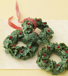 Green food coloring transforms cornflake and marshmallow treats into festive #Christmas wreaths: http://www.parents.com/recipe/cookies/cornflake-christmas-wreaths/?socsrc=pmmpin110712wfCornflakeWreath