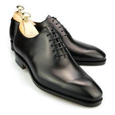 Men's dress shoes collection crafted by our elder craftsmen. Carmina men's shoes models are crafted in leather. Buy now your men's leather shoes right now! Oxford Shoes Outfit, Casual Oxford Shoes, Black Dress Shoes, Me Too Shoes, Men's Shoes, Shoe Boots, Shoes Men, Suit Shoes, Heeled Brogues