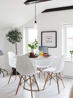 Wingårdsgatan 9 E Vindslägenhet Stadshem Dining Area Kitchen Table Chairs