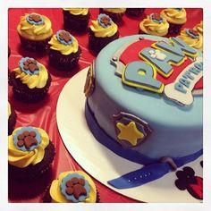 Paw Patrol fondant cake & cupcakes - just the paw print fondant. Paw Patrol Cupcakes, Paw Patrol Cake, Paw Patrol Birthday, Second Birthday Boys, 2nd Birthday Party Themes, 4th Birthday, Birthday Ideas, Fondant Cakes, Cupcake Cakes
