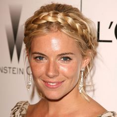 How-To Gorgeous milkmaid braid hairstyle is a must-try