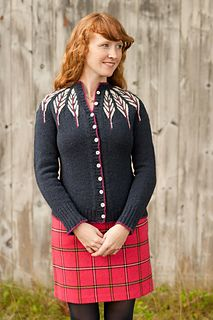 Pinion is worked in the round from the neck down with a combination yoke and raglan shaping. The feather motif is created through cables and colorwork, with Cardigan Pattern, Knit Cardigan, How To Purl Knit, Knit Picks, Knitting Patterns, Knitting Ideas, Print Patterns, Knit Crochet, Vest