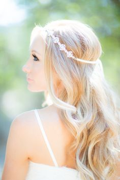 Curls and a headband. Hair: Dreamcatcher Artistry.  Photography: Jeff Youngren - theyoungrens.com/  Read More: http://www.stylemepretty.com/california-weddings/2014/08/18/los-angeles-estate-garden-wedding/