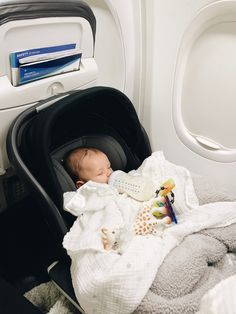 Traveling with an Infant: Tips, Tricks & What to Pack To be honest, I had tons of anxiety and stress before flying with Ryser for the first time. Our first flight was when Ryser was just 4 weeks old and… Mom And Baby, Baby Kids, Baby Boy, Little Babies, Cute Babies, Cute Little Baby, Foto Baby, Cute Baby Pictures, Baby Family