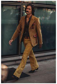 Street Style Fashion Week, Street Style Chic, Cool Street Fashion, Fashion Night, Trendy Fashion, Men's Fashion, Milan Fashion, 1970s Fashion Men, Fashion Vintage