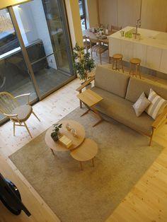 ヒノキの床材にナラ・タモ材の家具で合わせたナチュラルコーディネート!オリジナルソファ「SALA」を中心にコーディネート