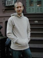 How to make a Men's Fleece Hoodie. A great site with clear instructions on how to make clothing and free pattens.