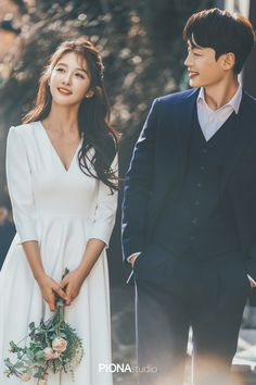 Pre Wedding Poses, Wedding Couple Poses, Pre Wedding Photoshoot, Wedding Shoot, Photoshoot Ideas, Prenup Photos Ideas, Korean Couple Photoshoot, Korean Wedding Photography, Foto Wedding