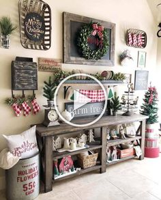 Outdoor indoor christmas decor that are simply awesome 40 Farmhouse Christmas Decor, Rustic Christmas, Christmas Home, Vintage Christmas, Christmas Ideas, Christmas Entryway, Christmas Crafts, Christmas Sewing, Christmas Kitchen