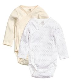 H&M tilbyr mote og kvalitet til beste pris Neutral Outfit, Organic Baby Clothes, H&m Online, Fashion Kids, Kind Mode, Baby Boy Outfits, Organic Cotton, Fashion Online, Bell Sleeve Top