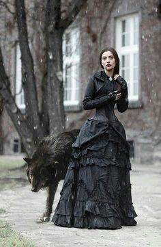 Witch or shapeshifter Victorian Gothic Lady and the Wolf Wolf Totem, Dark Beauty, Gothic Beauty, Goth Victorien, Foto Face, Neo Victorian, Victorian Gothic Fashion, Victorian Photos, Victorian Dresses