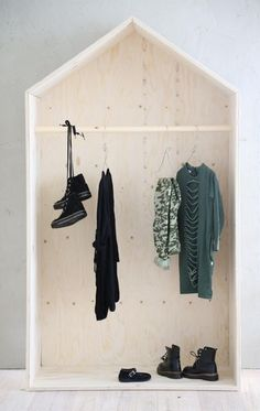 DIY inspiration in this plywood wardrobe house for the kids room. Makes keeping things tidy a little more fun, right? | Luona In -talonaulakko