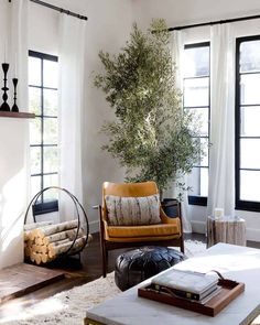 Cozy Living Rooms, My Living Room, Home And Living, Living Room Furniture, Living Room Decor, Living Spaces, Dining Room, Apartment Living, Living Area