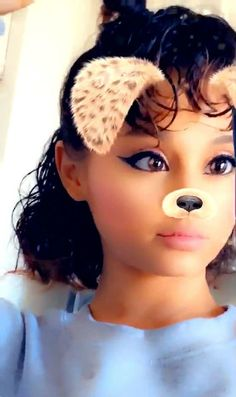 Tired of seeing that same old ponytail? The singer has actually experimented with different looks. Check out Ariana Grande's hairstyles from over the years. Ariana Grande Curly Hair, Ariana Grande Cute, Ariana Grande Hairstyles, Hairstyles For Round Faces, Down Hairstyles, Natural Wavy Hair, Natural Hair Styles, Really Curly Hair, Snapchat