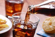 Les sodas favorisent la prise de poids..Trop sucrés et pauvres nutritionnellement, ils ont de nombreux méfaits pour l'organisme. PasseportSanté vous donne 8 bonnes raisons d'arrêter de boire des sodas. bonnes raisons d'abandonner les sodas.
