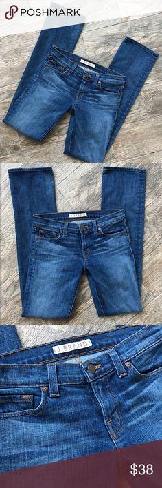 "J Brand 914 Cigarette Leg Dark Wash Jeans J Brand 914 Cigarette Leg Dark Wash Jeans. Size 27. Fabric: 98% cotton, 2% spandex. Inseam 31"", Rise 8"", Waist laying flat across 14"". J Brand Jeans Skinny"