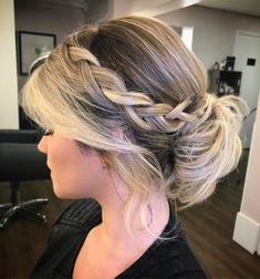 Giro no Instagram • Penteados para madrinhas de casamento Pretty Hairstyles, Easy Hairstyles, Wedding Hairstyles, How To Make Hair, About Hair, Prom Hair, Bridal Hair, My Hair, Hair Makeup