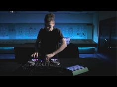 ▶ Mad Zach Rocks the New Traktor S4 and S2 - YouTube