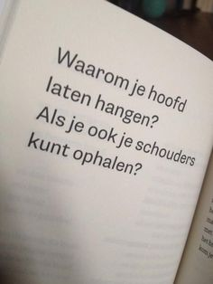 Woordenliefde (Pin it & Make it - Liesellove - Je hoofd niet laten hangen! The Words, More Than Words, Cool Words, Mantra, Best Quotes, Funny Quotes, Dutch Words, Words Quotes, Sayings