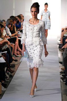 Oscar de la Renta Runway and Red Carpet Looks - Elle Elegant Dresses For Women, Dressy Dresses, Club Dresses, Lace Dresses, Mode Chic, Online Dress Shopping, Shopping Sites, Celebrity Dresses, Celebrity Style