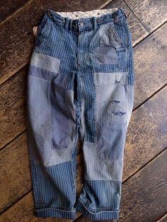 loving these boro denim jeans focus-damnit: boro Raw Denim, Blue Denim, Denim Jeans, Patched Denim, Denim Vintage, Vintage Fashion, Indigo, Diy Vetement, Mode Jeans