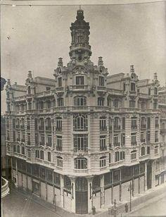 Neoclassical Architecture, Spanish Architecture, Foto Madrid, Old Buildings, Villa, Louvre, Exterior, Sculpture, History