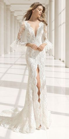 Rosa Clará Couture Collection [ ] Wedding Dress by Rosa Clara Bridal Rosa Clara Wedding Dresses, V Neck Wedding Dress, Wedding Dresses 2018, Bridal Dresses, Bridesmaid Dresses, Prom Dresses, Trendy Dresses, Nice Dresses, Wedding Ideias