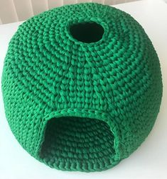 DIY Crochet Cat Cave Knitting For BeginnersKnitting HatCrochet PatronesCrochet Amigurumi Gato Crochet, Crochet Cat Toys, Crochet Home, Crochet Gifts, Crochet Animals, Free Crochet, Diy Crochet Cat Bed, Diy Cat Bed, Cat Beds